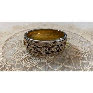 Beautiful vintage ornate gold leaf bangle bracelet